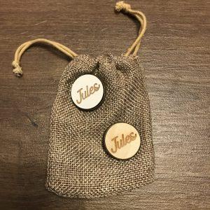 Brochespeld met houten button